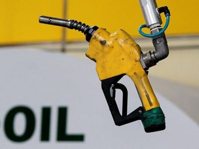 Oil settles lower, pares losses despite weak economic data