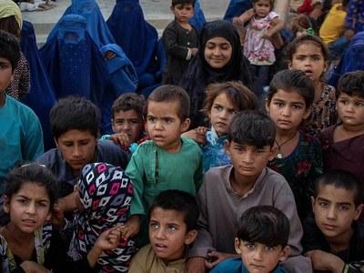 Uzbekistan sends 150 Afghan refugees back home