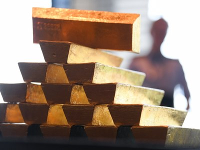 Gold firms above $1,800/oz on bets virus spike may delay Fed taper
