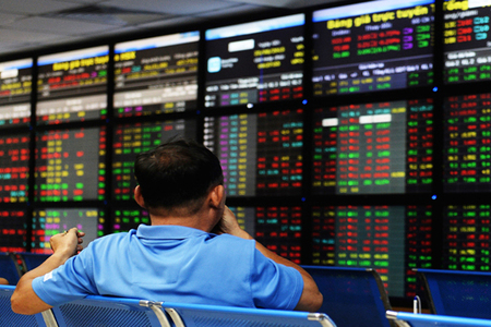 Asian markets fall as traders turn focus to Powell speech