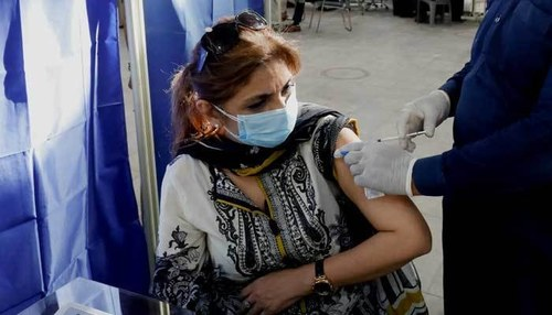 Govt decides to administer Covid booster shots to people traveling abroad