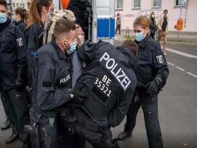 Police, protesters clash as thousands march against Covid curbs in Berlin