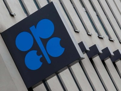 Oil climbs ahead of OPEC+ meeting, EIA data