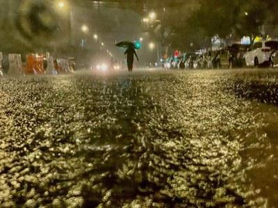 At least 18 dead as flash floods slam New York area