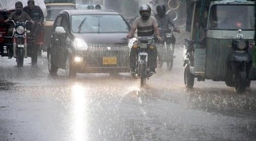 Karachi receives heavy rainfall, power outage starts