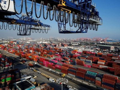 Exporters: Govt decides to reduce port charges by half