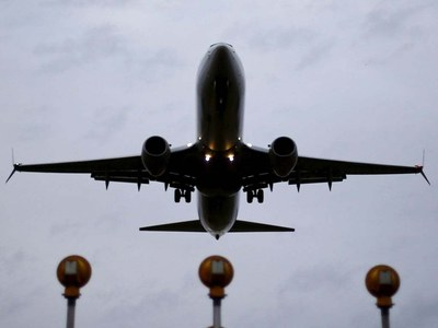 US airlines warn of drag from latest Covid-19 wave