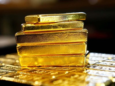 Gold moves in tight range as investors await inflation data