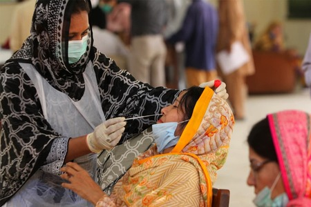 Pakistan reports less than 3,000 cases for first time since July