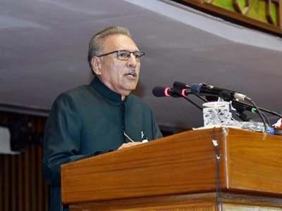 Amid ruckus, President Alvi lauds PTI's achievements in address to parliament