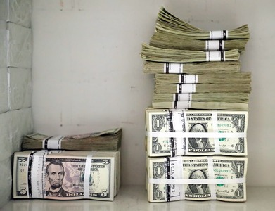 Running out of dollars, Afghan banks ask Taliban for more cash
