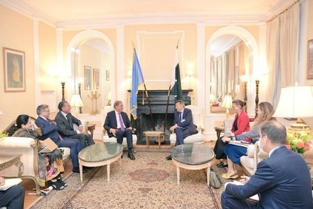 International community's aid to Afghan people pivotal: FM Qureshi