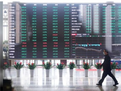 Shares drop for third day, yields soar as markets brace for rate hikes