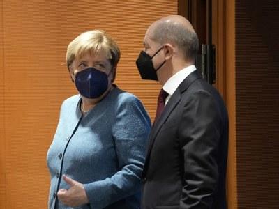 Merkel 'has congratulated Scholz on his election win'