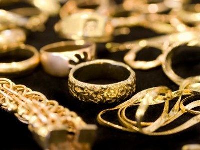 India's Sept gold imports surge as prices correct ahead of festivals
