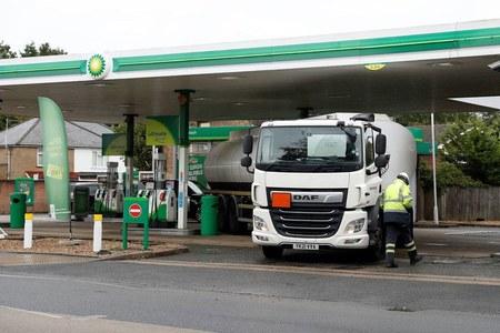 UK's Johnson: 127 drivers applied for fuel trucker visas