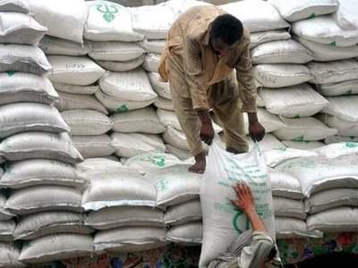 Pakistan tenders for 50,000 tonnes sugar, delays previous tender