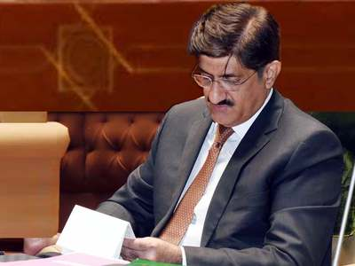 Murad visits Umer Sharif's residence: Federal govt accused of creating wheat shortages last year