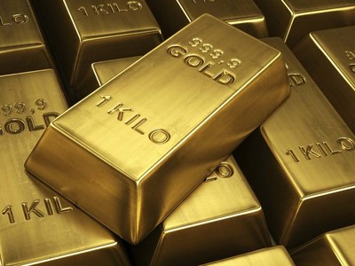 US MIDDAY: Gold slips as dollar rally eclipses stagflation worries