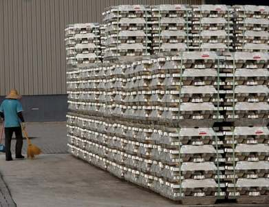 Zinc boosted by output cuts driven by power crunch