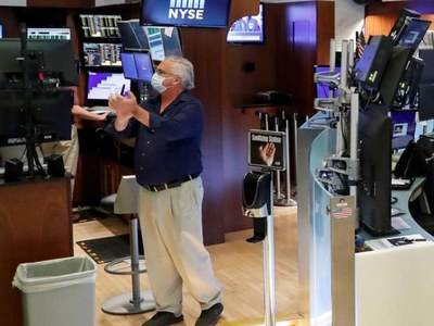 Wall St climbs on strong Goldman earnings, retail sales data