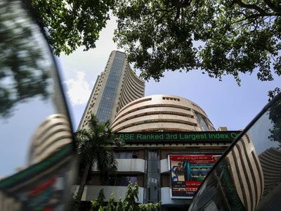 Indian stocks rise on IT, financial boost