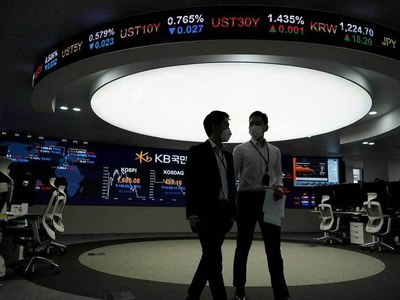 Asian shares advance on earnings optimism, yen slips to 4 year low