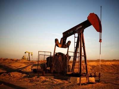 Oil rallies as U.S. crude stocks decline in tight market