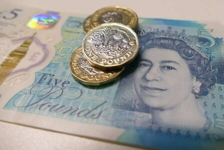 Sterling dips after retail sales miss forecasts