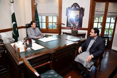 PM Imran holds meetings with Punjab CM, governor