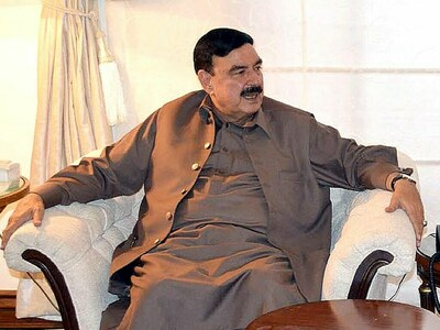 Sheikh Rashid holds meeting in Lahore: Govt finalises strategy for talks with banned outfit