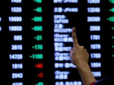 European stocks inch higher as commodity prices support