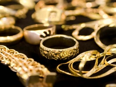 Gold prices soar further