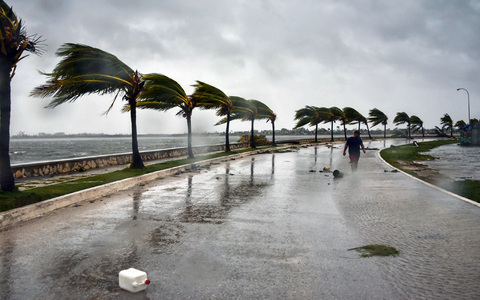 Hurricane Rick lashes Mexico's Pacific coast