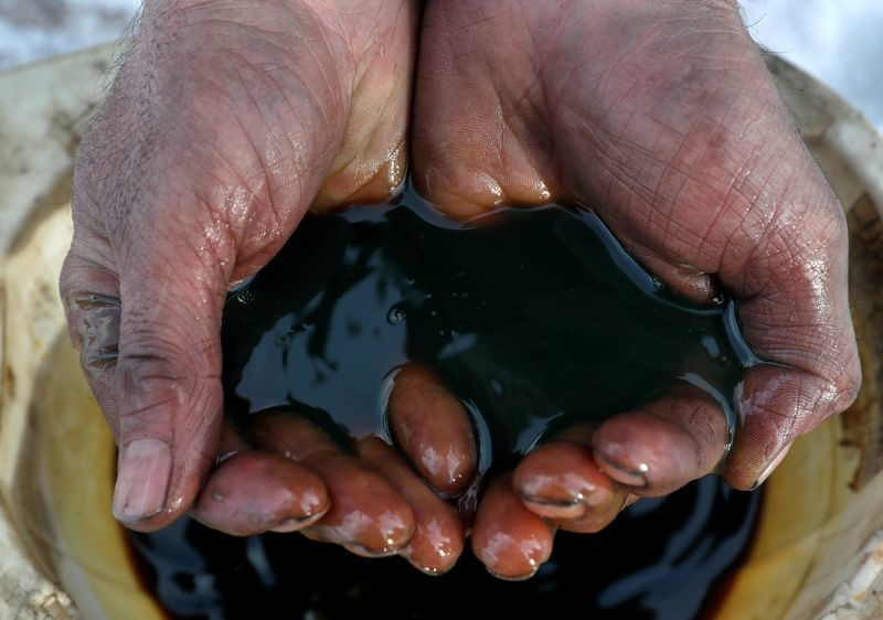 OPEC, Russia Meet to Extend Record Oil Cuts, Push for Compliance