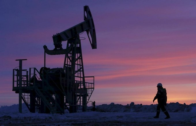 Oil prices rise as OPEC+ holds firm on supply cuts