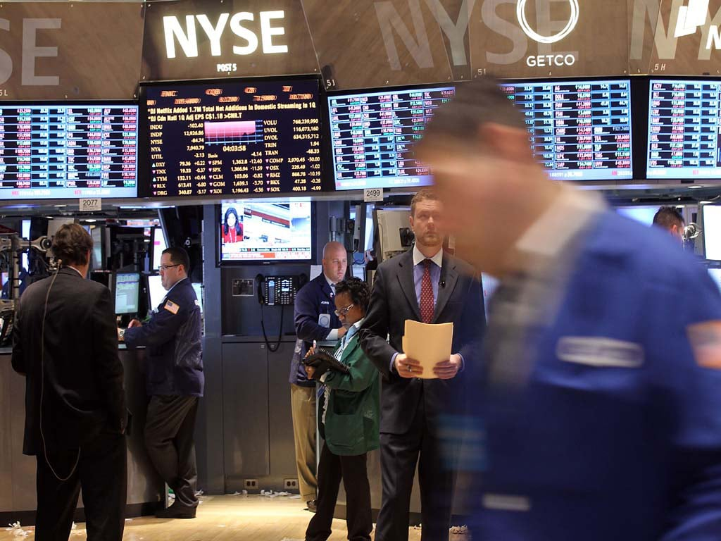 Stocks rise on jobs data, S&P 500 ends week with solid gain