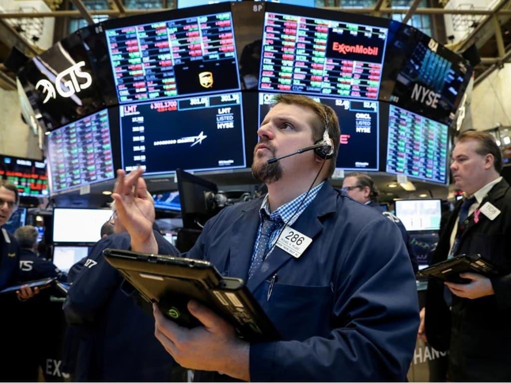 Nasdaq again closes at record, Dow +0.4%