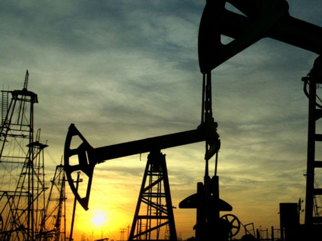 Oil falls as US posts surprise rise in crude inventories