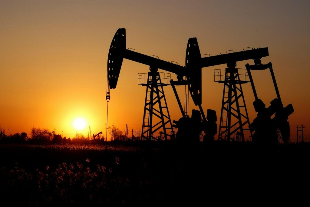 Brent prices rise on U.S. output cuts, China trade deal hopes