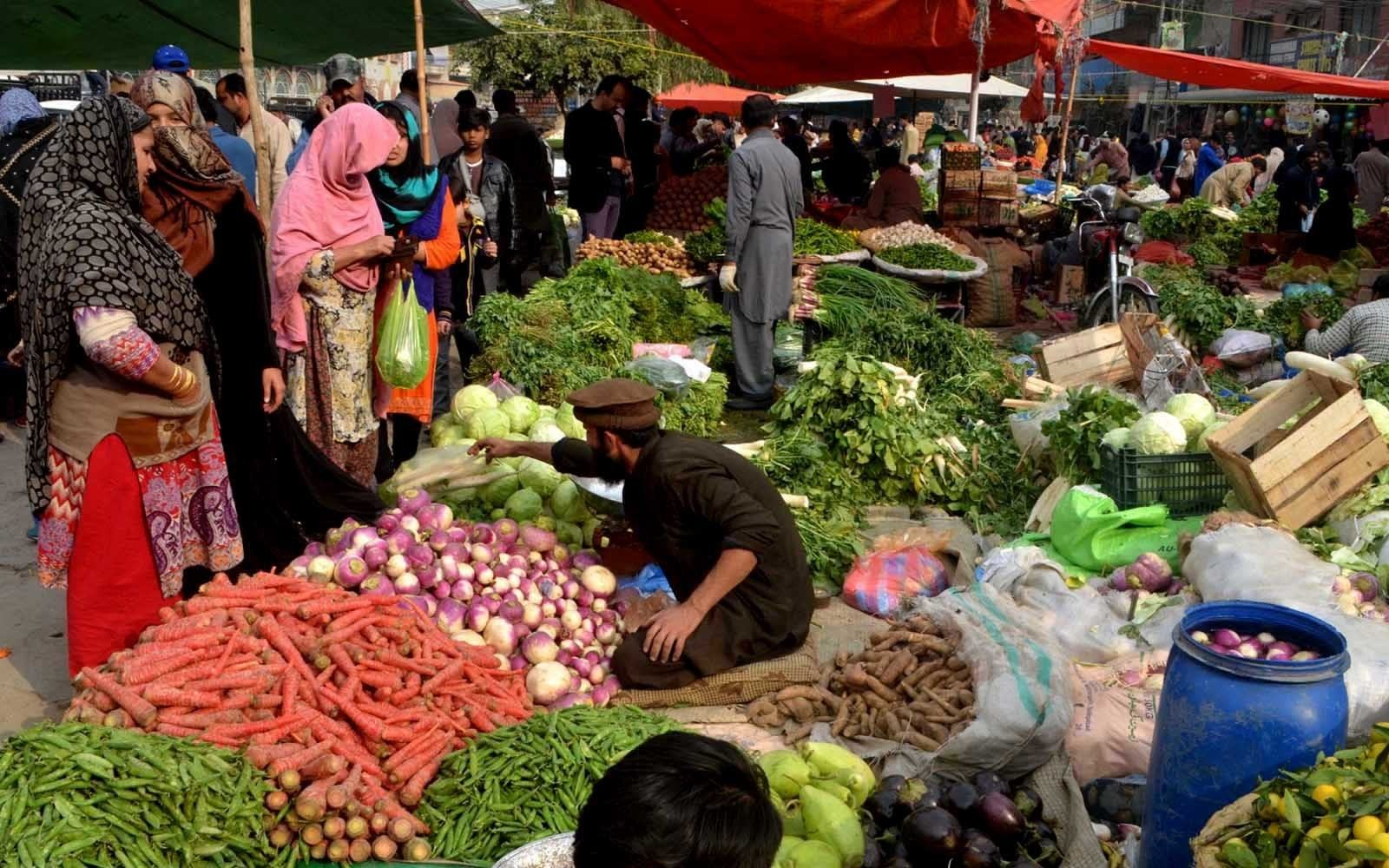 RAWALPINDI: People busy in purchasing vegetable form weekly Sunday bazar. INP PHOTO by Fahim Malik