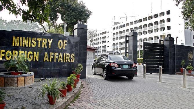 Pakistan asks India to lift military siege, media blackout in IIOJK