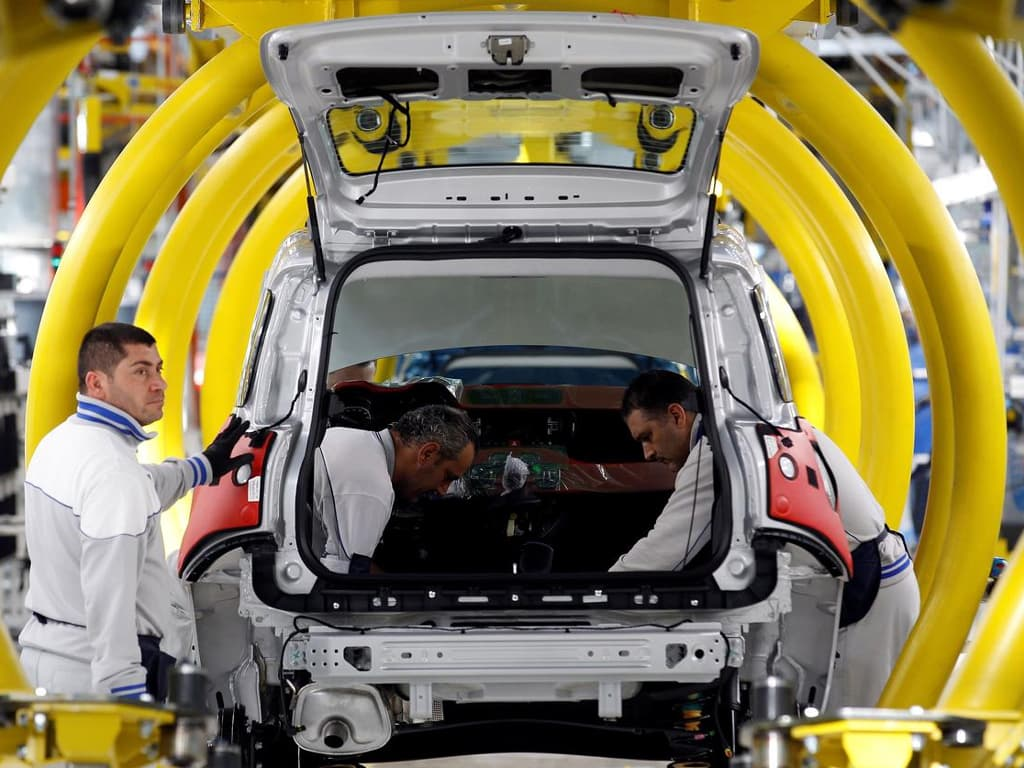 German carmakers welcome electric car support, see challenges