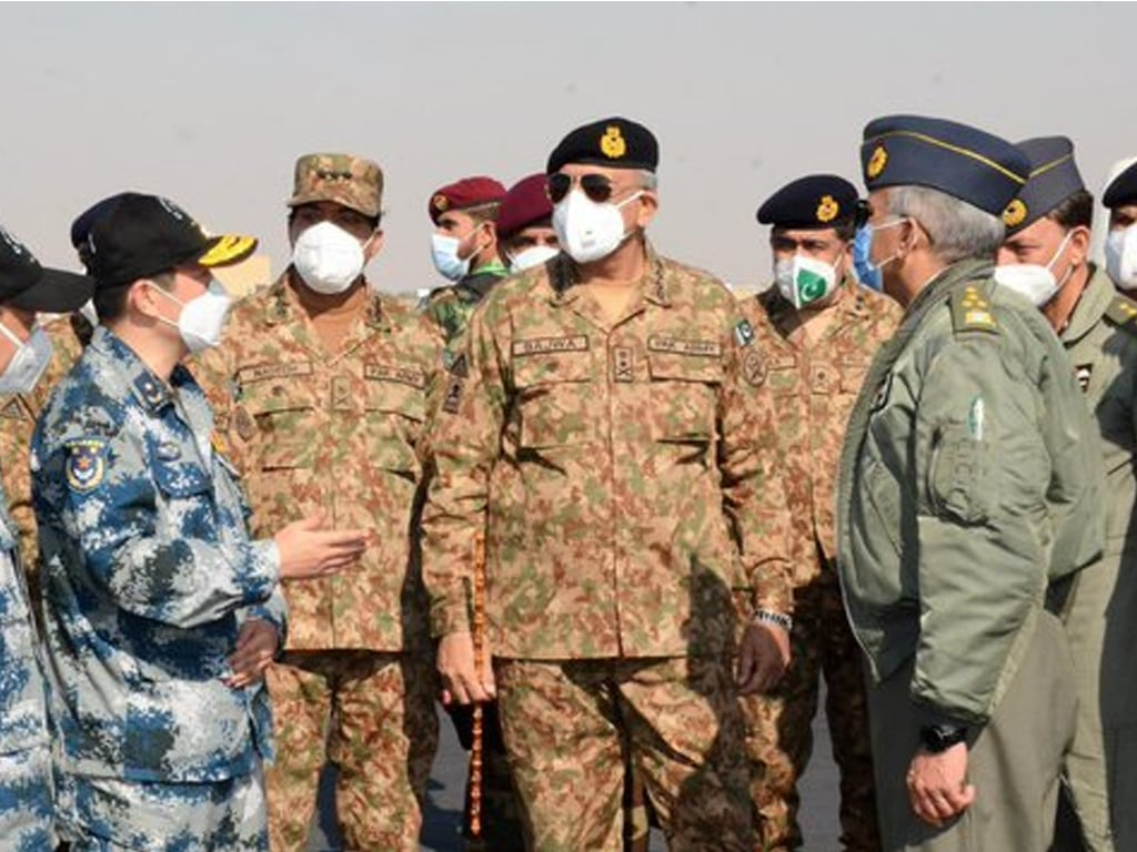 COAS visits PAF's operational base, witnesses Pakistan-China joint exercise