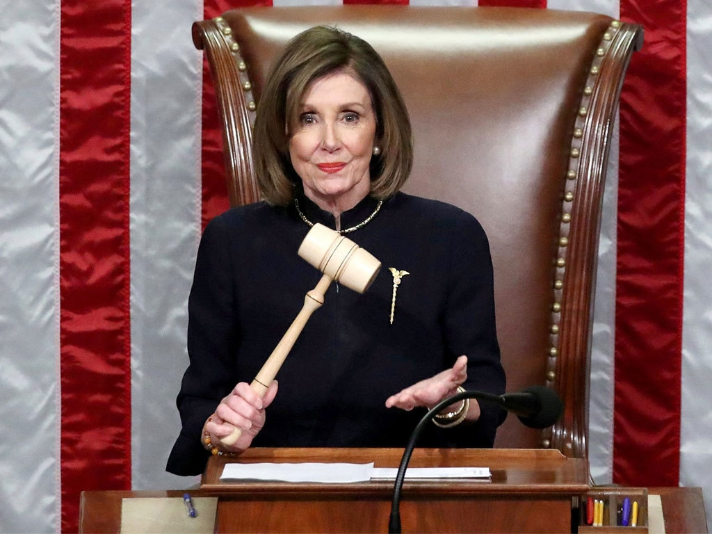 Pelosi wants fines for US lawmakers who don't comply with firearms screening