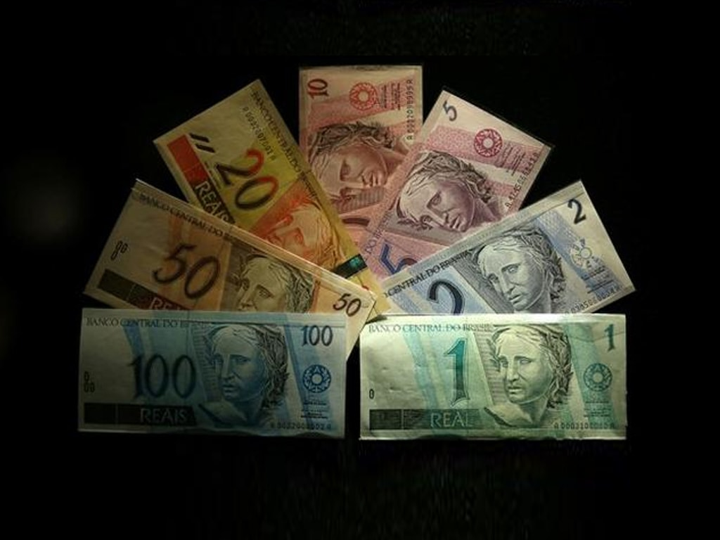 Latam currencies edge higher with focus on US stimulus plan