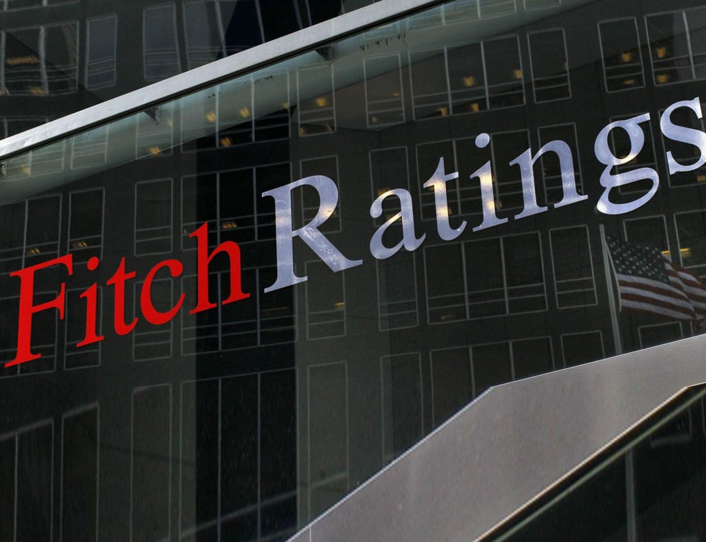 Fitch keeps Britain outlook negative, debt at AA-
