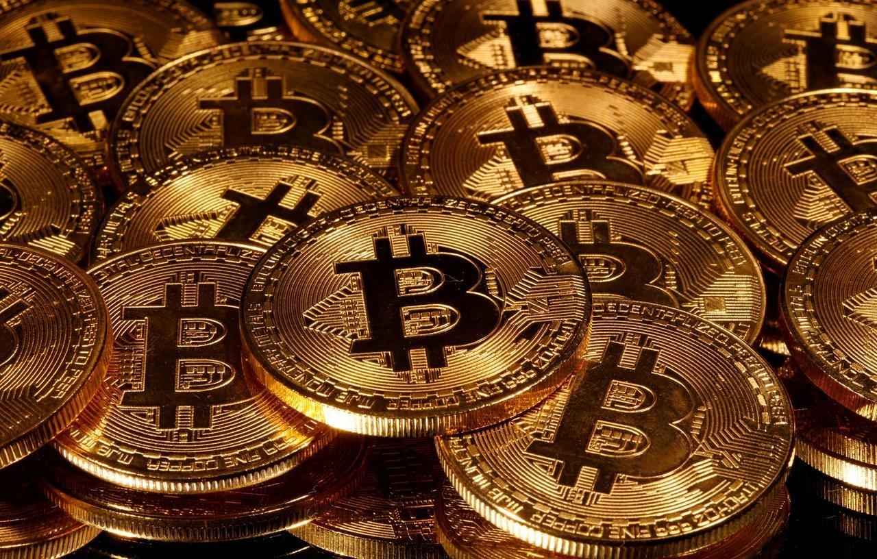"""Bitcoin overtakes """"long tech"""" as most crowded trade"""