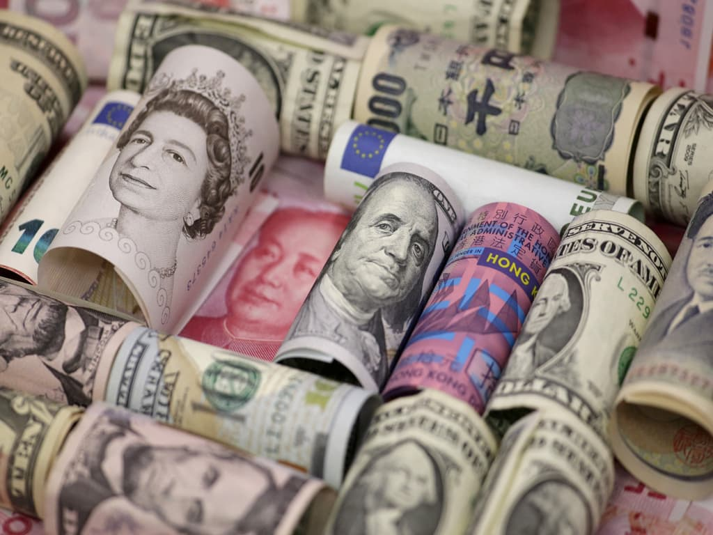 Dollar rises as growth worries weigh on euro