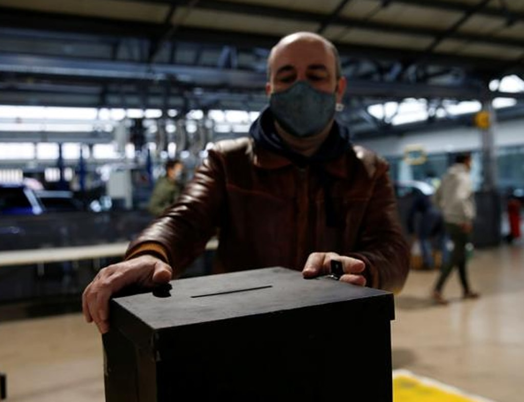 Portugal holds presidential election as COVID-19 cases spiral
